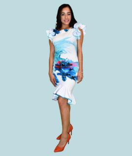 Robe Avec Des Fleurs Sur Un Fond Blanc.